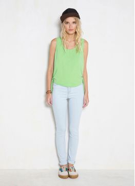 112561_0371_2_M_BLUSA-CROPPED-LACO-LATERAL
